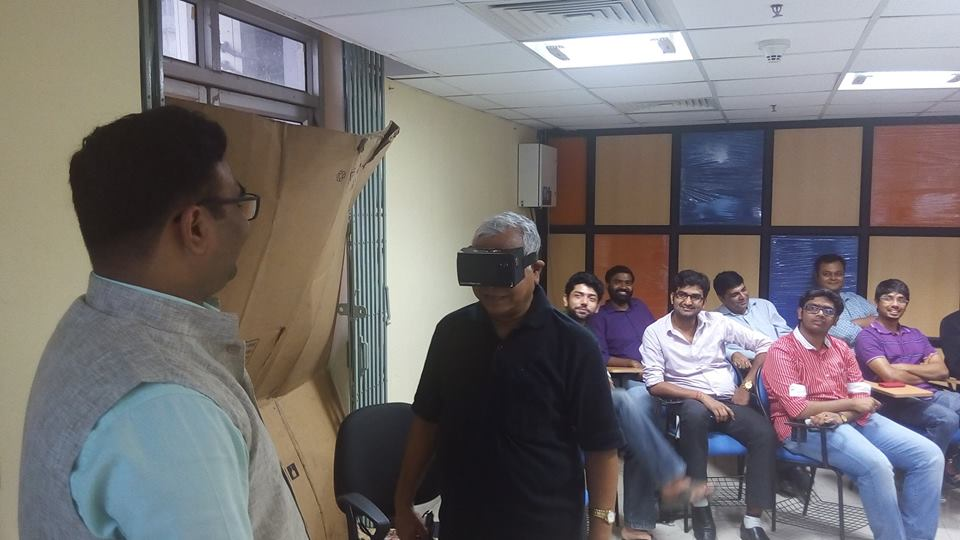 One of the attendees is taking a live demo of Commonfloor Retina